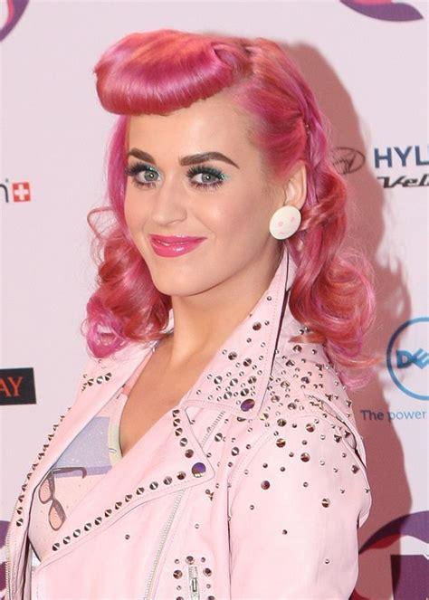 faux betty bangs faux bettie bangs a pin up hair tutorial queen pink