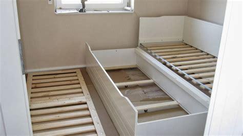 hocker für schreibtisch schlafzimmer gestalten mit tapeten