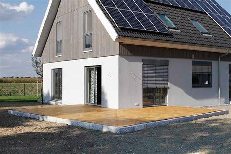 l f 246 rmige terrasse aus robinienholz