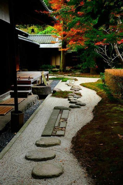 Exceptionnel Faire Un Jardin Japonais Pas Cher #7: Jardin-chinois-gravier-allée-maison-de-style-japonais-pavé-carrossable-pour-le-jardin.jpg