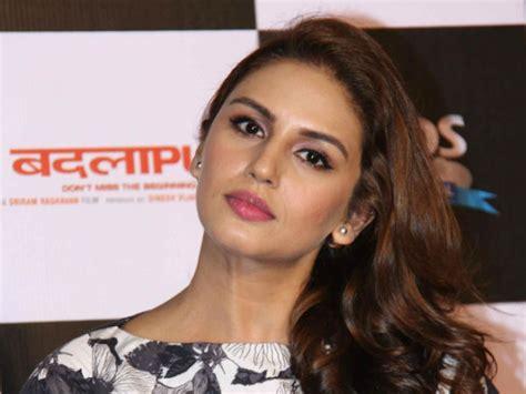 badlapur huma qureshi pics pics varun dhawan huma qureshi at badlapur teaser launch