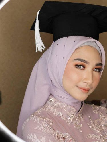 tren terbaru hijab  wisuda   tak perlu