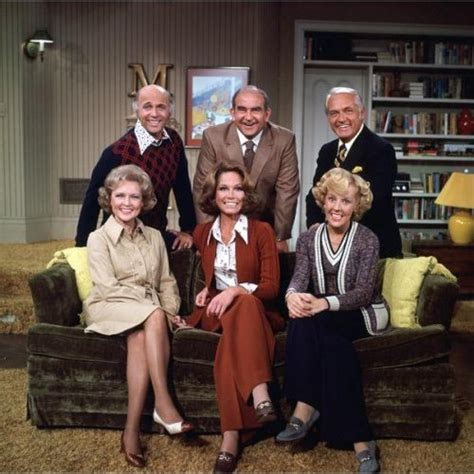amazon com the mary tyler moore show the complete mary richards apartment on quot the mary tyler moore show