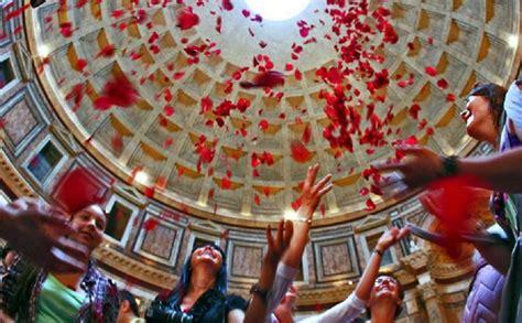 rosse roma pentecoste al pantheon una magica pioggia di rosse