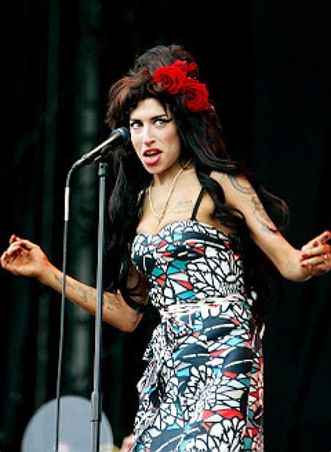 Winehouse Takes Nyc By by Wino S In Trouble After Concert No Show Ny Daily News