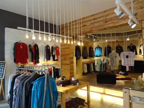 desain toko distro metal 25 desain interior distro unik dan minimalis archizone