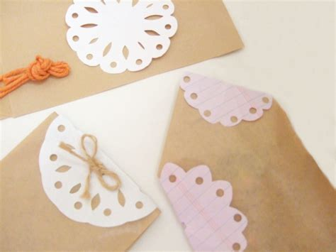 Make Paper Doilies - a simple paper doily bloomize