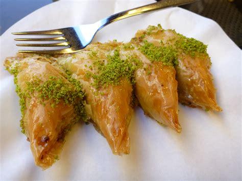 cuba  tahu  gigit manisan turki memang
