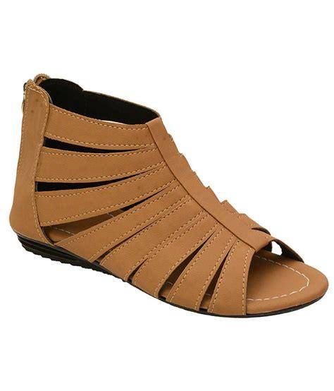 buy gladiator sandals remson india beige croslite gladiator sandals price in