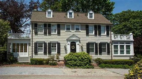 amityville horror house amityville horror house on market for 850k abc news