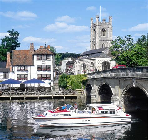 thames boating holidays last minute river thames boating holidays modern self