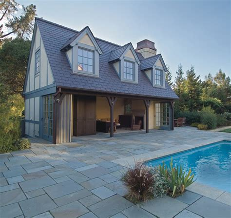 what are the exterior paint colors used on this pool house