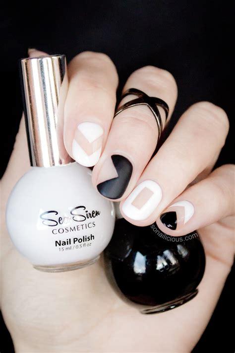 nail art negative space tutorial black white เพ นท เล บลายกราฟฟ กเท ๆ ด วยค ส ส ดคลาสส ค