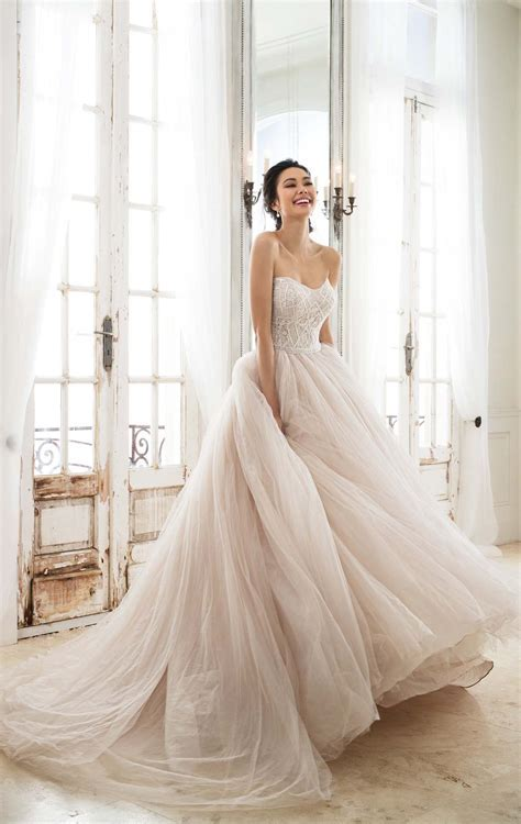 latest wedding dress 2018   Modren Villa