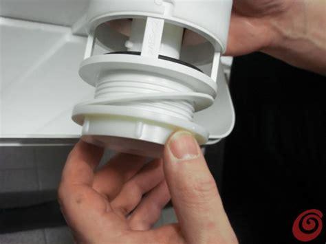 cassetta sciacquone come sostituire lo sciacquone a cassetta sul wc casa e trend