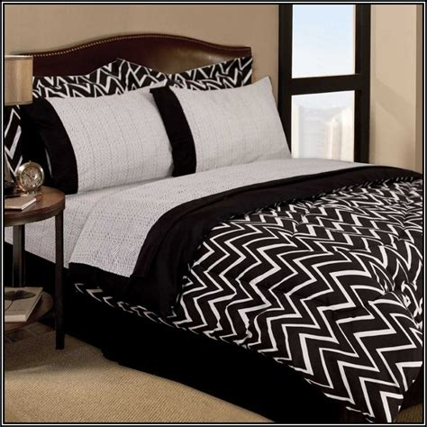 Black And White Chevron Bedroom by Black And White Chevron Bedding Twinhome Design Galleries