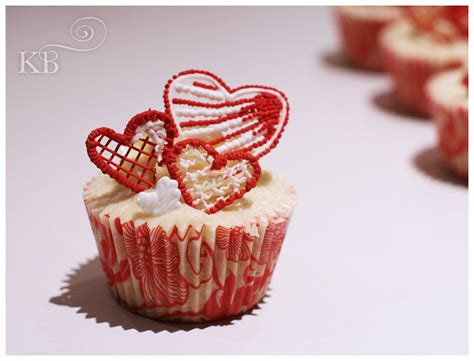 valentines day baked goods valentines bespoke celebration cakes cupcakes