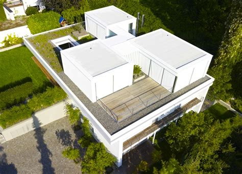3 rooms 3 trees and a meadow adorn the roof of house s in