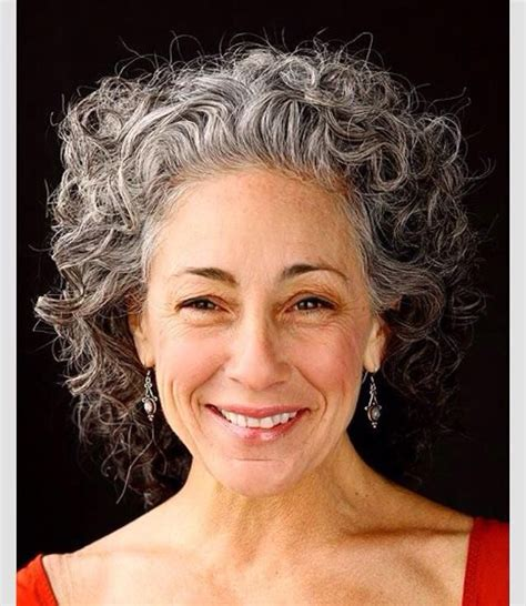 hairstyles for turning grey gray curly hair canas corto ondulado 2 short curly gray