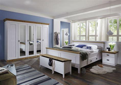 schlafzimmer massivholz landhausstil massivholz schlafzimmer bett landhausstil harri wei 223