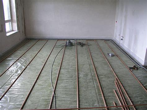 fliesen oder laminat in der küche holzdielenboden und fubodenheizung fubodenheizung und