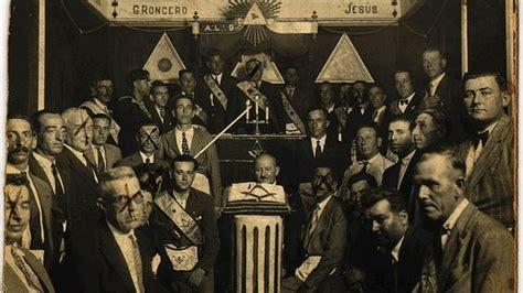libro los masones la historia un diccionario re 250 ne la historia de 6 000 masones andaluces de la a a la z