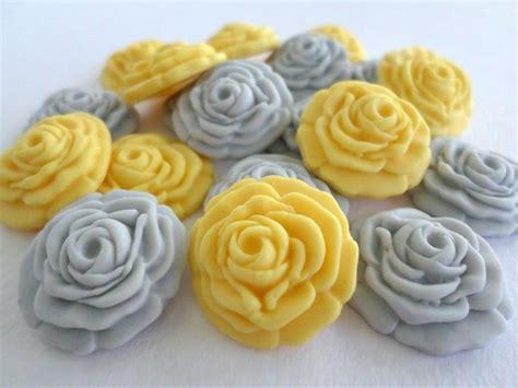 edible cupcake toppers for bridal shower wedding favor edible sugar flower fondant