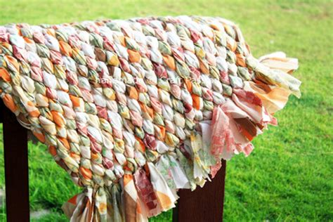 how to make rag rugs from sheets how to make a no sew rag rug curbly