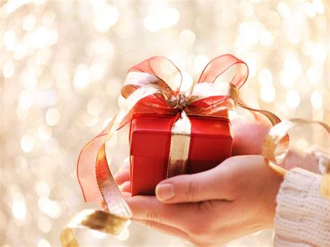gift giving at gift giving etiquette