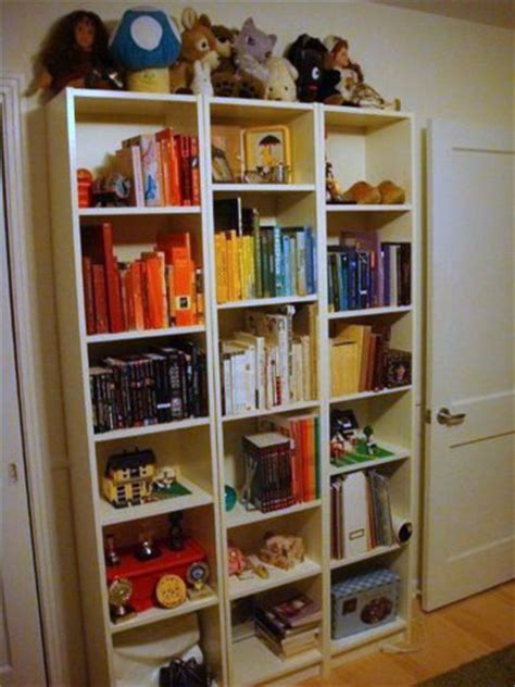 simple saturday corinna s color coordinated bookshelves