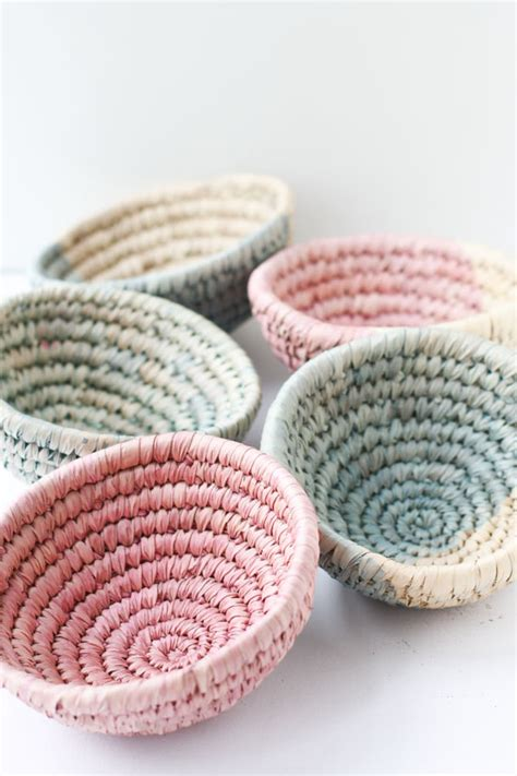How To Make A Woven Basket Out Of Paper - 10 minute diy to try dip dyed woven baskets paper and