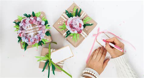 Basteln Mit Geschenkpapier by So Schnell Kannst Du Dein Eigenes Geschenkpapier Basteln