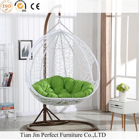 wicker hanging chairs for bedrooms hanging chair for bedroom 1000 ideas about hanging egg