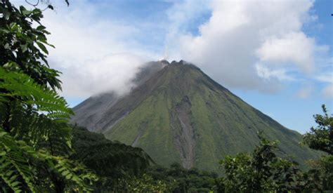 5 Must Visit Costa Rica Volcanoes   Costa Rica Experts
