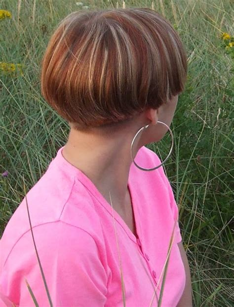 short hairstyles with weight lines blended in wedge with weight line haricut hairxstatic short back