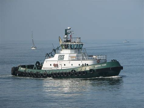 tugboat size file brynn foss tugboat jpg wikimedia commons