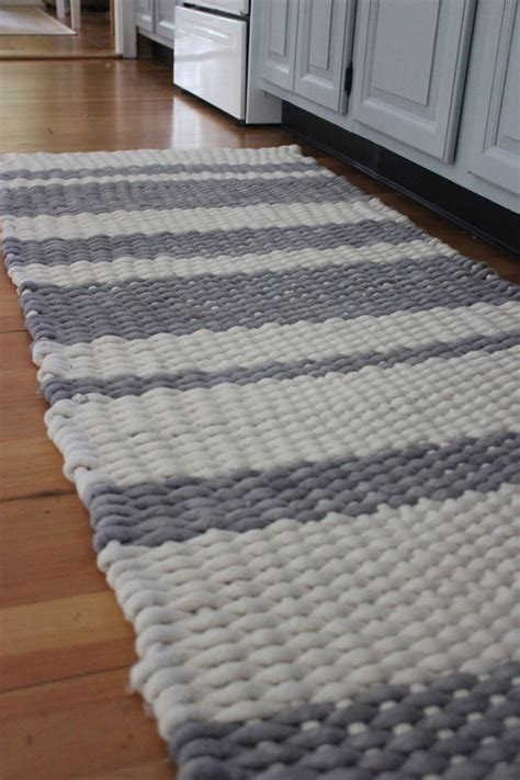 Diy Area Rug From Fabric 17 Best Ideas About Rugs On Fabric Rug Diy Rugs And Rag Rugs