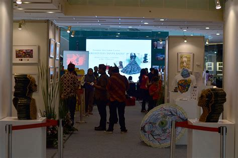 Cat Akrilik Faber Castell parents ada kompetisi menggambar di grand city surabaya