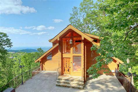 gatlinburg cabin rental emerald city lights   bedroom