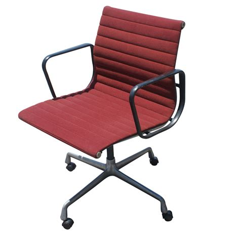 Herman Miller Chairs by 4 Vintage Herman Miller Eames Aluminum Chairs Ebay