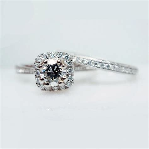 solitaire halo engagement ring wedding band set