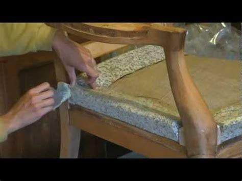 comment refaire un canapé en tissu comment poser un bourrelet en profil de mousse agglom 233 r 233 e