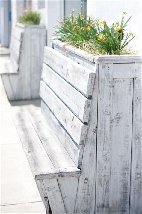 Planters With Bench Seating by 25 Best Ideas About Planter Bench On Garden