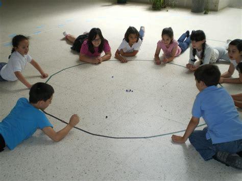 imagenes niños jugando a las canicas este verano 161 161 m 225 s f 225 cil todav 237 a el gancho