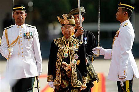 malaysia enthrones  king  lavish ceremony politics