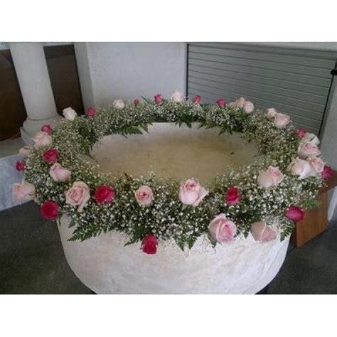 arreglos de mesa para bautizo con flores corona de flores pila bautismal bautizo pinterest