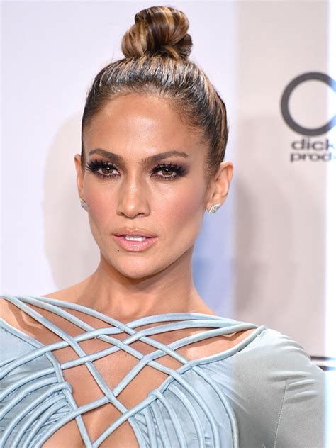 j lo hairstyle 2015 sleek top knot how to get j lo s hairstyle for the
