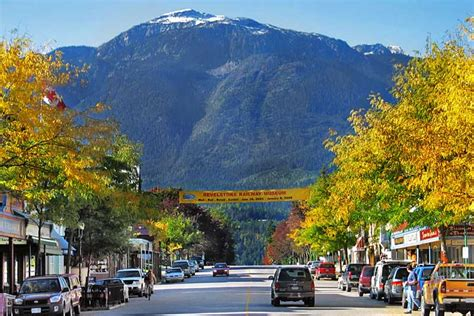 PHOTO: Fall Colors in Revelstoke, Canada