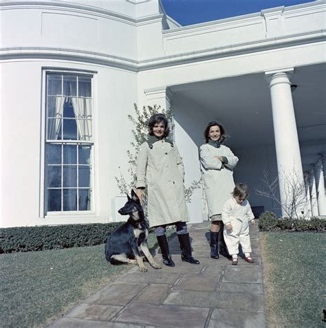 Jackie Kennedy White House First Lady Jacqueline Kennedy Jbk With Her Sister Lee
