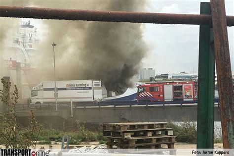 schip brand transport online grote brand op schip in haven van